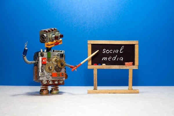 A cute robot presenting social media brand management